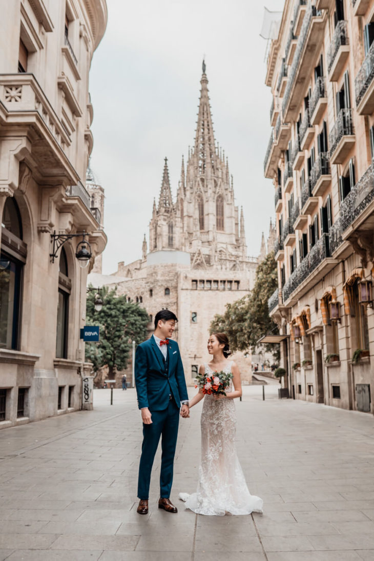 Engagement Pre-wedding Photoshoot Barcelona Gothic Quarter