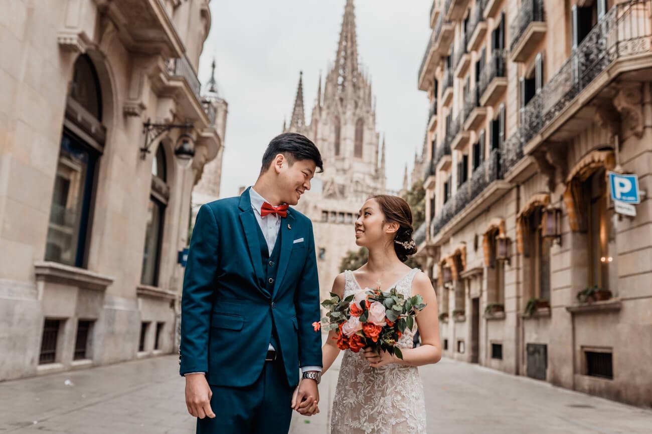 Engagement Pre-wedding Photoshoot Barcelona Gothic Quarter
