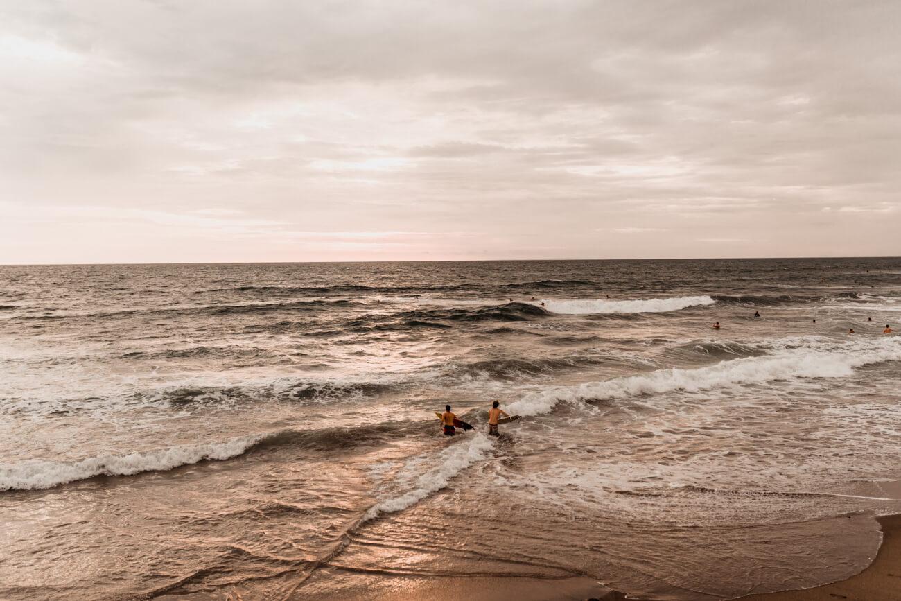 sesion fotos pareja playa Barcelona fotografo Svobodova